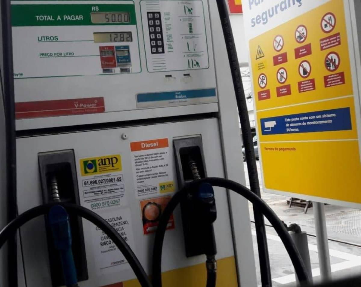 Alta nos combustíveis pressiona mais inflação na classe média, diz Ipea