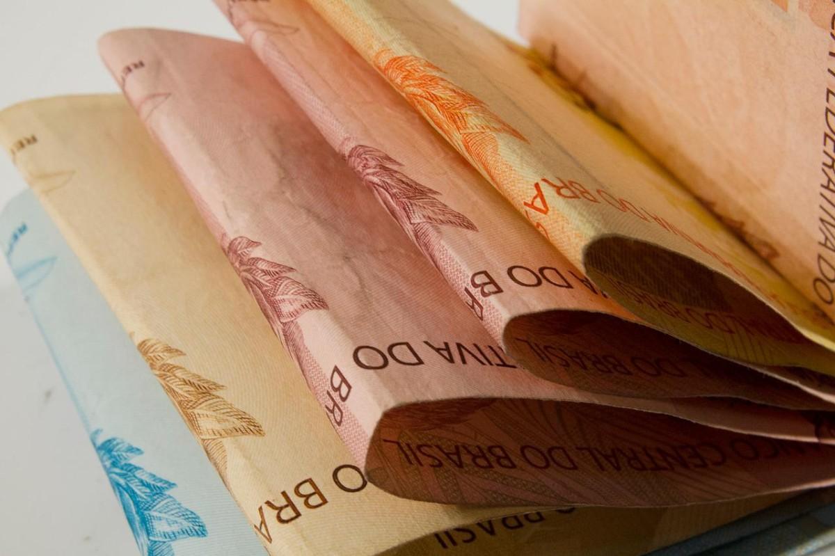 Bancária tem direito a benefícios do PDV implantado durante aviso prévio