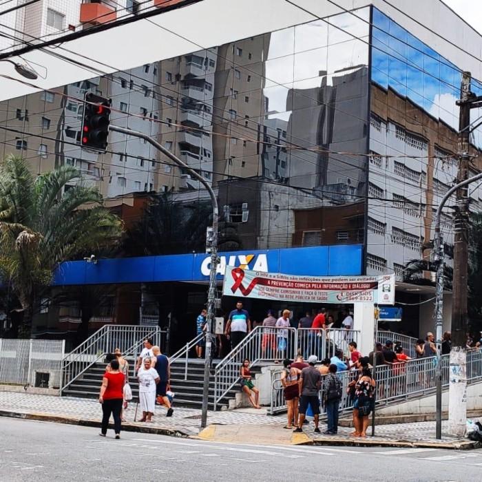 Bolsonaro insiste em fatiar e negociar ações da Caixa Seguridade