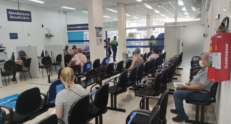 """Santander e Mercantil não cumprem decreto de """"lockdown"""" na Baixada"""