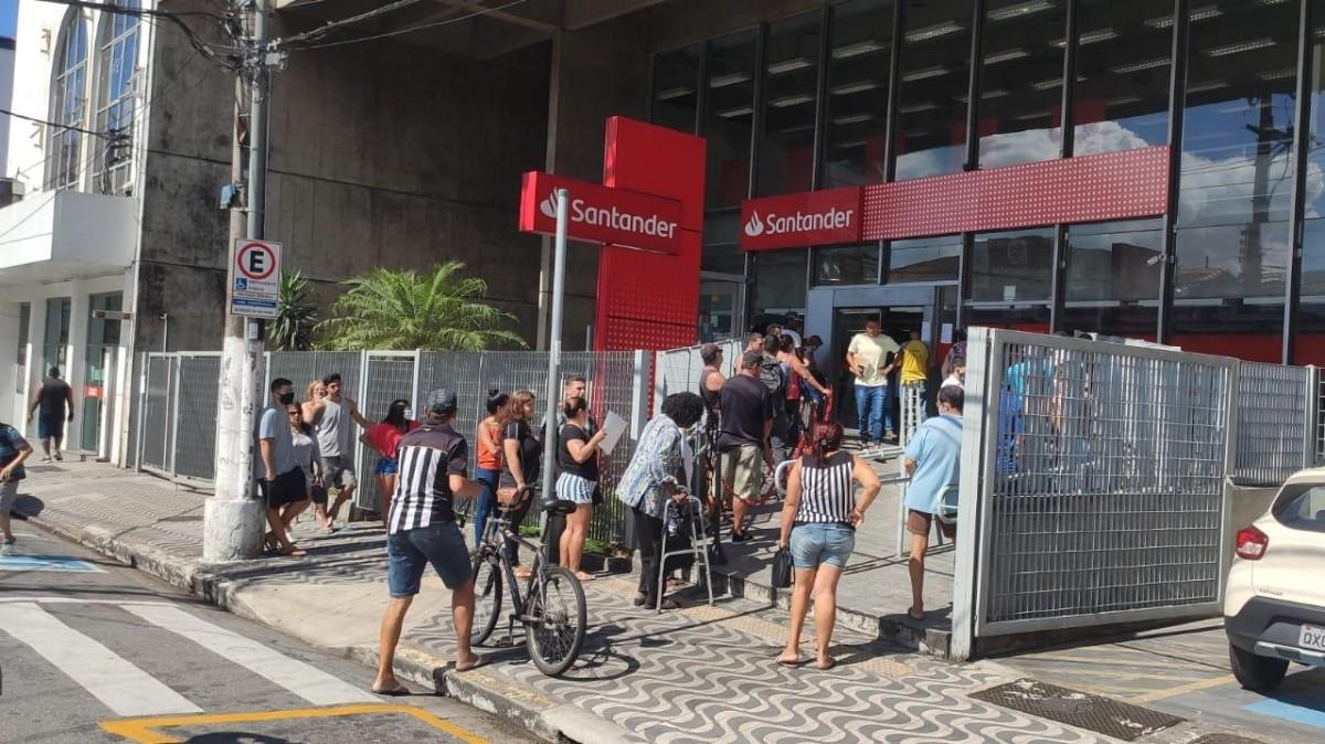 "Santander orienta trabalho interno durante ""lockdown"" na Baixada Santista"