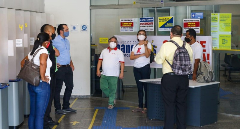 Banco do Brasil descumpre liminar e não paga gratificação de caixa