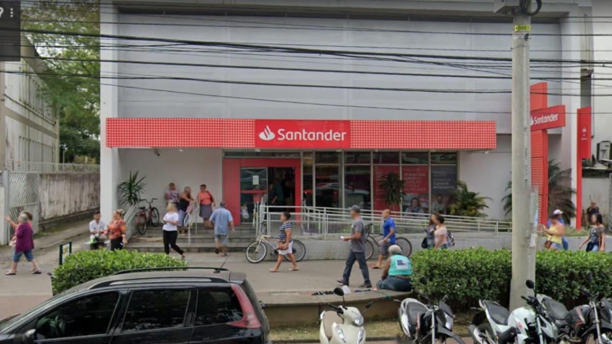Santander faz reforma, retira porta giratória e coloca vidas em risco