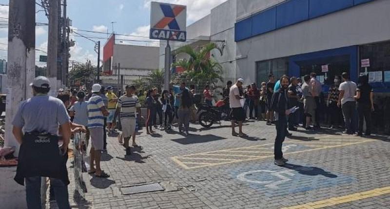 Trabalhadores da Caixa fazem tuitaço às 14h pela PLR e mais contratações!