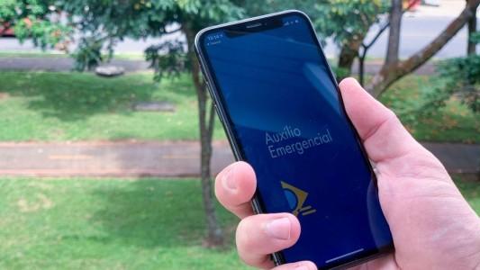Revertida justa causa de bancária demitida por receber auxílio emergencial