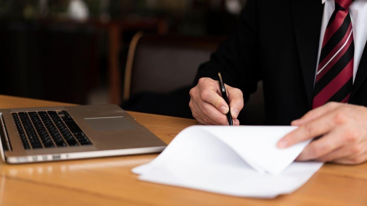Bancário punido por ajuizar ação obtém retorno a cargo de confiança