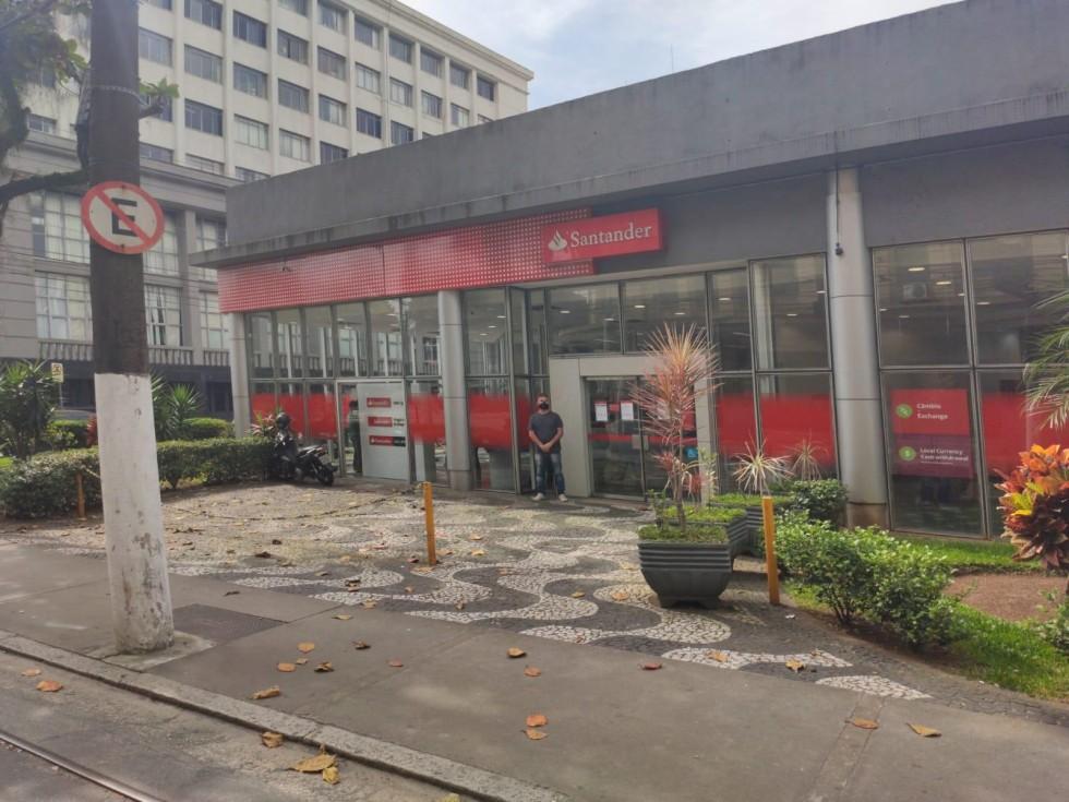 [Massacre: Santander demitiu em massa e bancários nem almoçam]