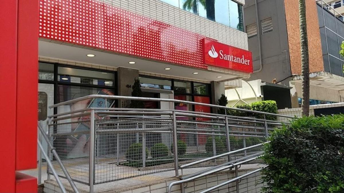 Santander lucra R$ 4,1 bilhões no 2º trimestre, alta de 102%