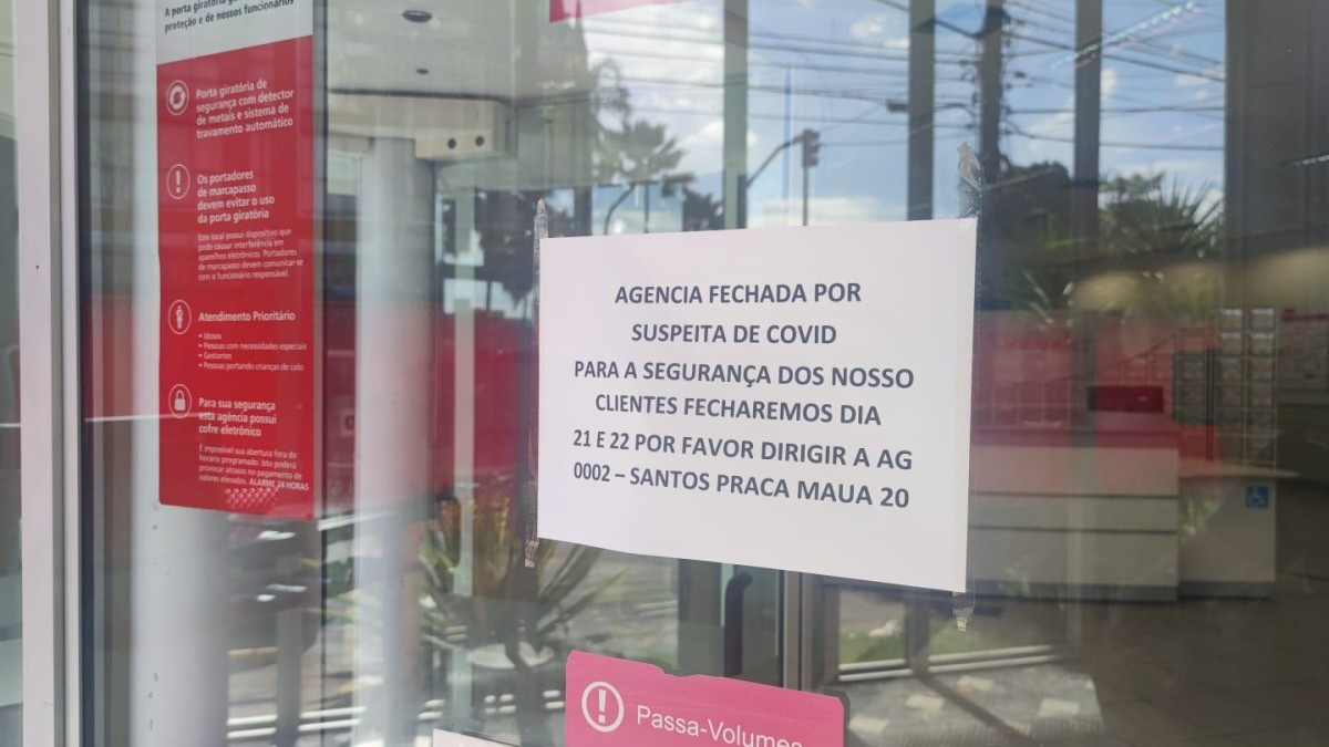 Santos: funcionária do Santander trabalhava com sintomas de Covid