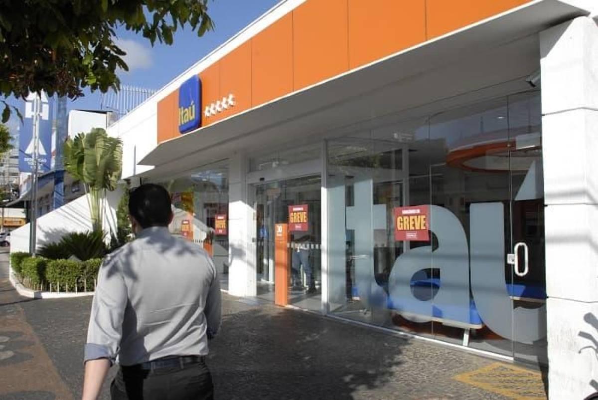 Bancários do Itaú querem emprego, saúde e melhores condições