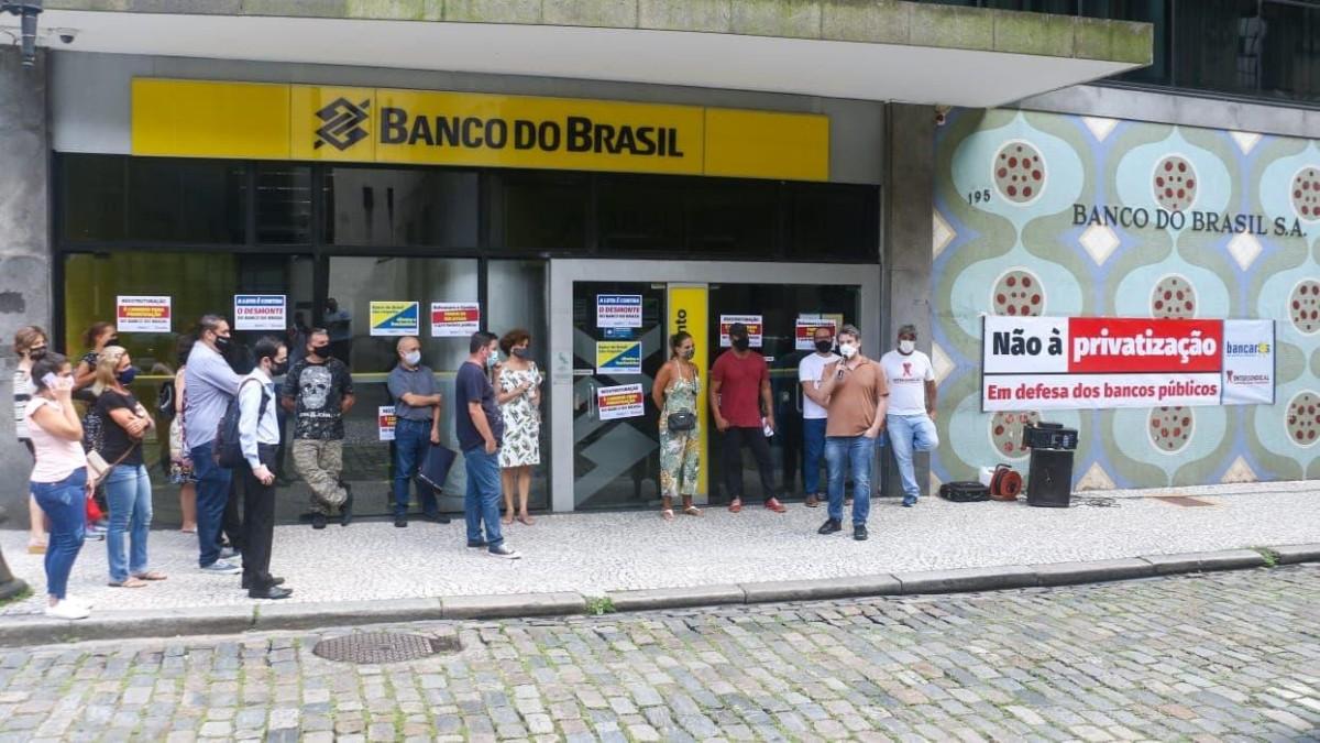 Funcionários do BB aprovam luta contra todas as privatizações