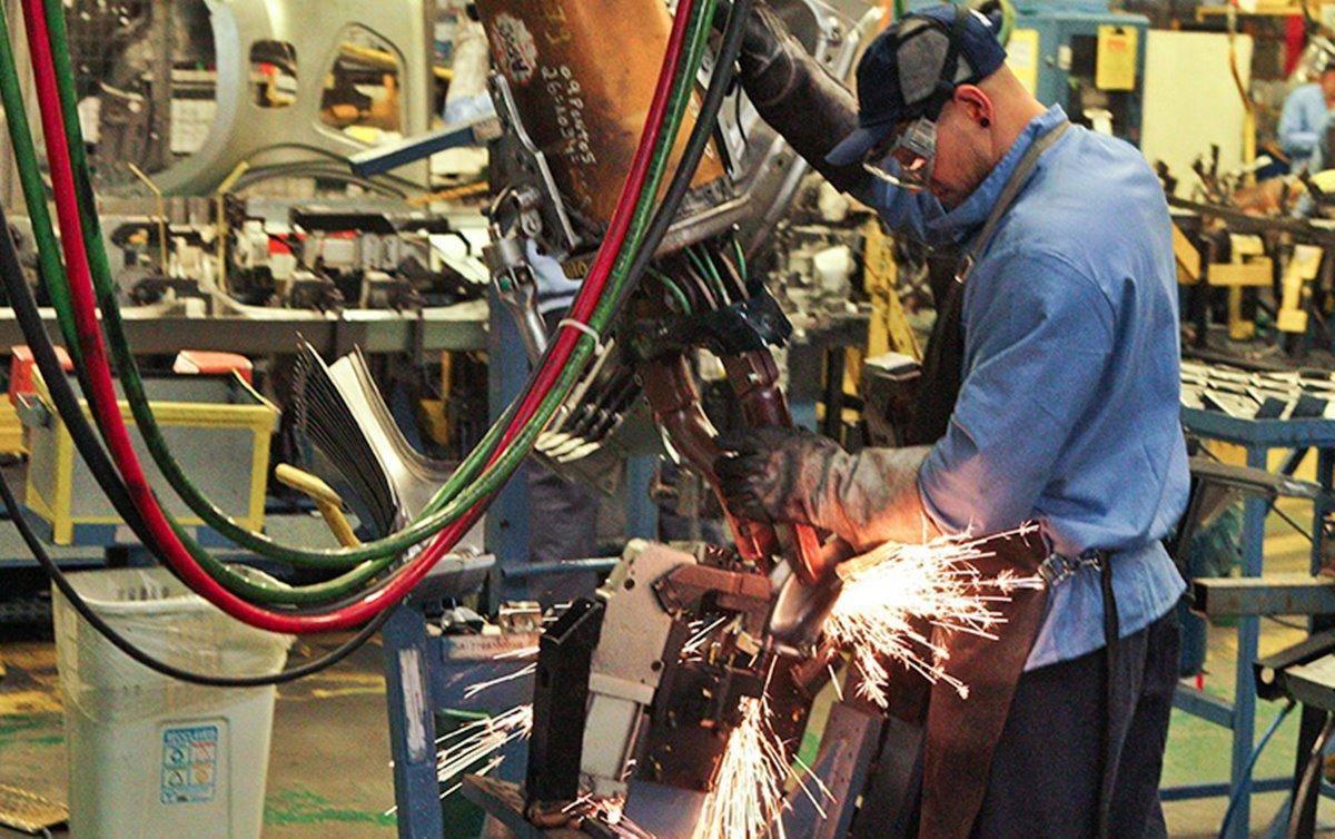 Retração na indústria aponta para 'ciclo vicioso', alerta Dieese