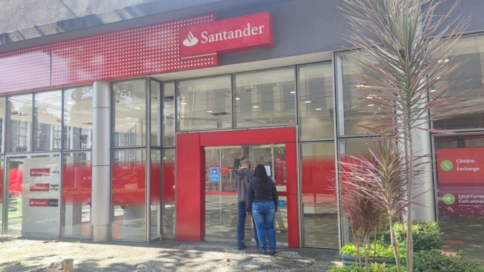 [Santander lucra R$ 4,34 bi no 3º tri, alta de 12,5% em plena crise]