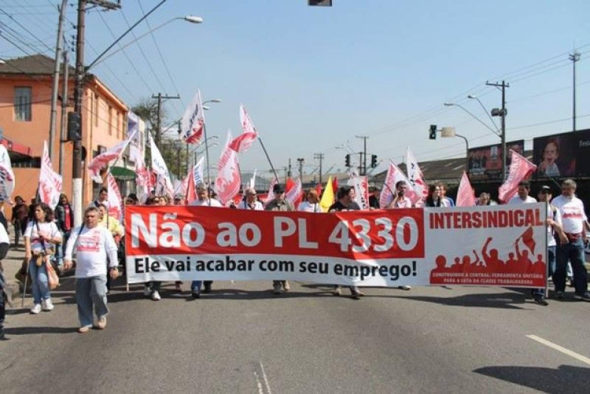 PL 4330: Eduardo Cunha afirma que vota em abril