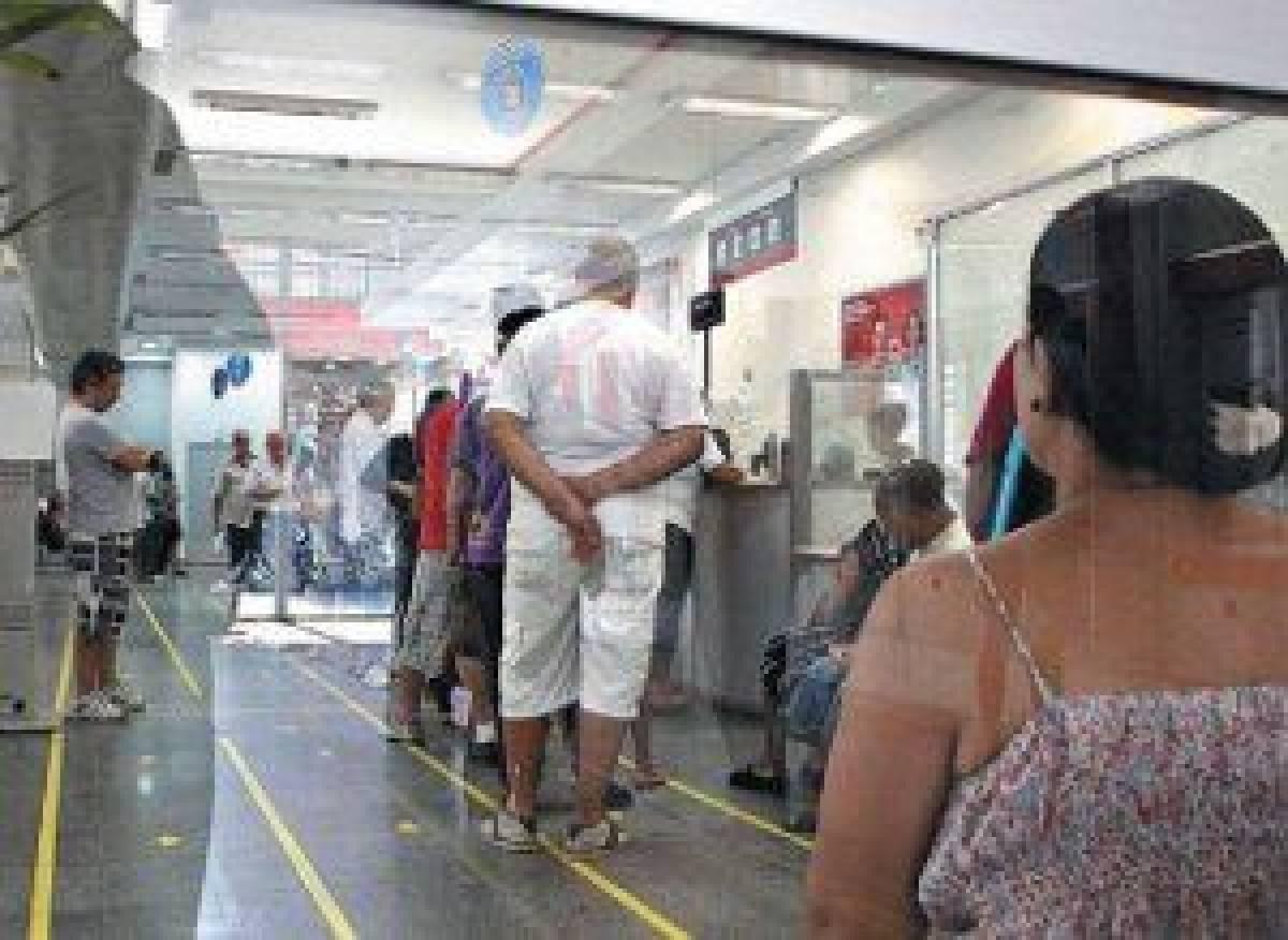 Tempo de espera nas filas virou suplício nas agências de Santos