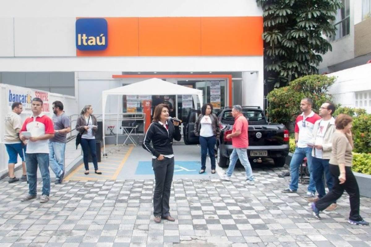 Bancários discutem fim das demissões com Itaú
