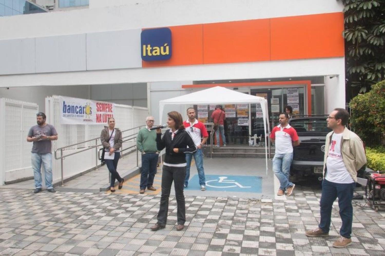 Bancário DEMITIDO receberá R$ 100 mil por DANOS MORAIS do Itaú