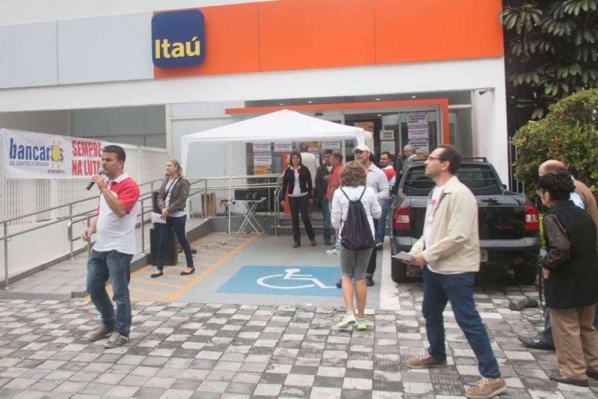 Bancários do Itaú exigem o fim das demissões e mais contratações