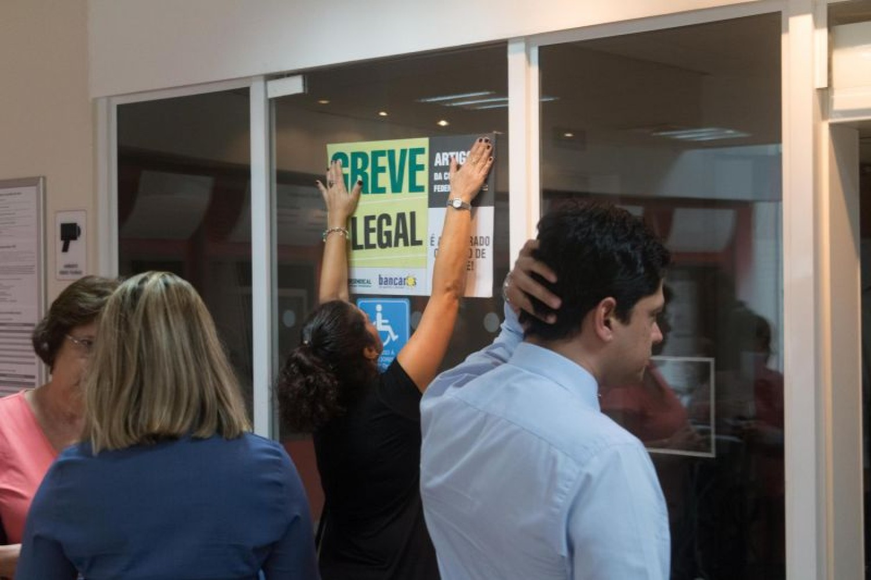 Greve toma conta do Brasil e pressiona banqueiros