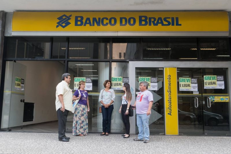 Bancários pressionam e conseguem nova negociação nesta terça, 27