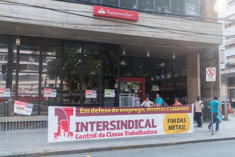 Santander tenta desrespeitar a GREVE e se dá mal