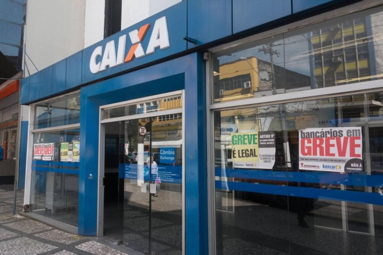 Tesoureiros da Caixa devem ampliar greve