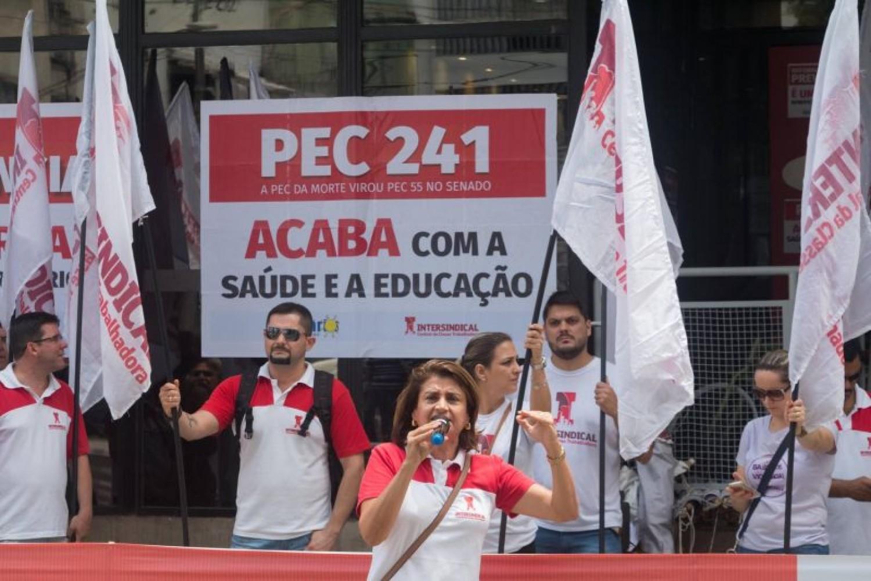 Santander: Bancários aprovam renovação do aditivo