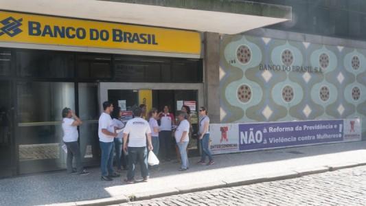 Bancários cobram do BB garantias aos atingidos pela reestruturação