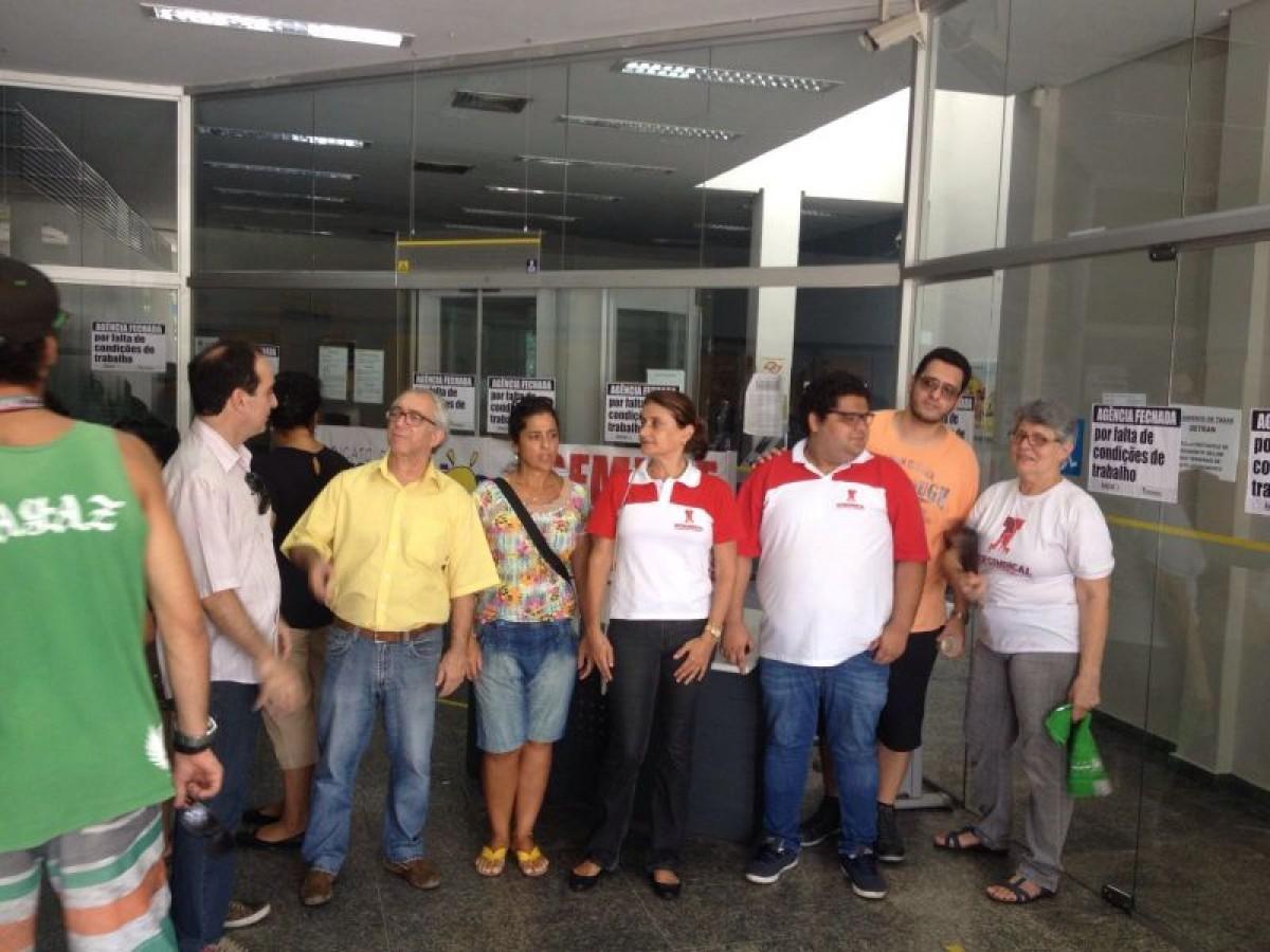 Sindicato e bancários paralisam agências do BB em Praia Grande, hoje (18)