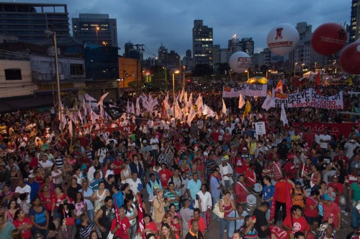 Paralisações e protestos pelo país forçam Câmara a adiar votação do PL 4330