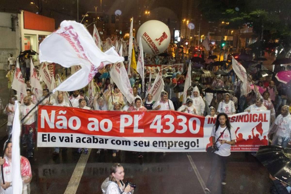 Paralisações e protestos forçam Câmara a adiar votação do PL 4330