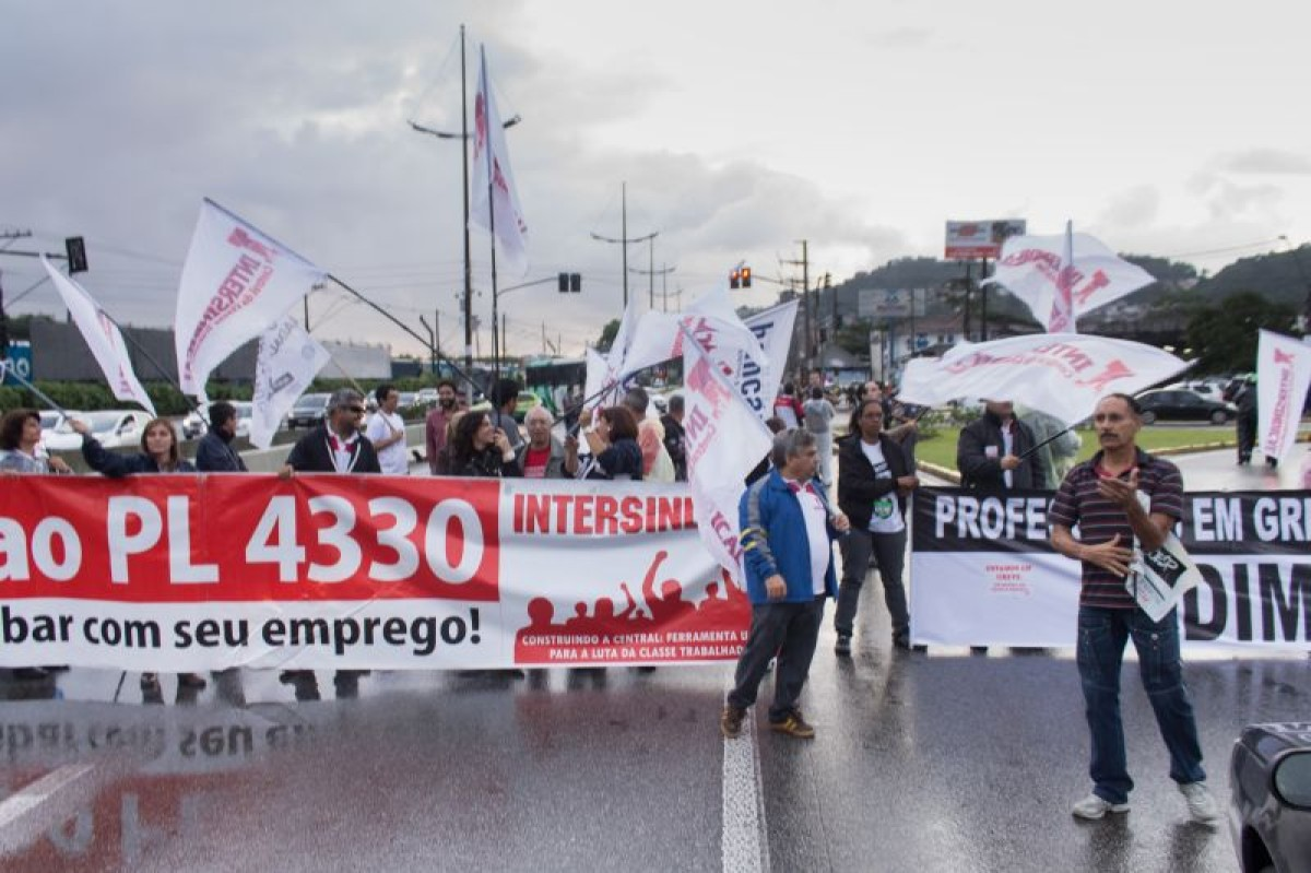 Intersindical e professores paralisam Via Anchieta em Santos