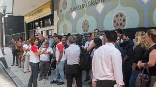 Enfraquecimento de bancos públicos atinge trabalhador em cheio