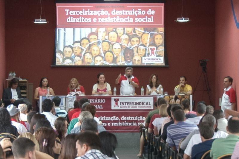 Seminário Nacional da Intersindical debate Terceirização, em Santos