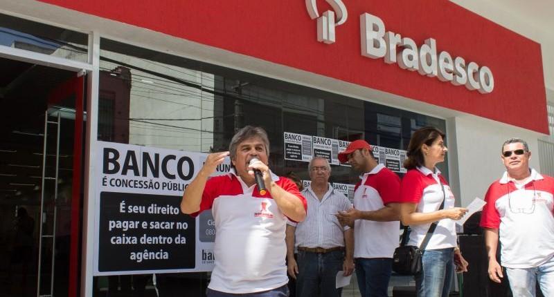 Prefeitura multa agência do Bradesco por tempo de espera