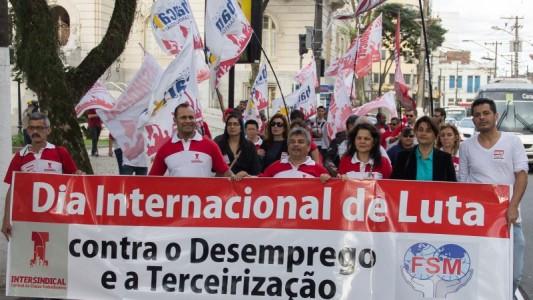 Bancários fazem passeata contra o desemprego e a terceirização