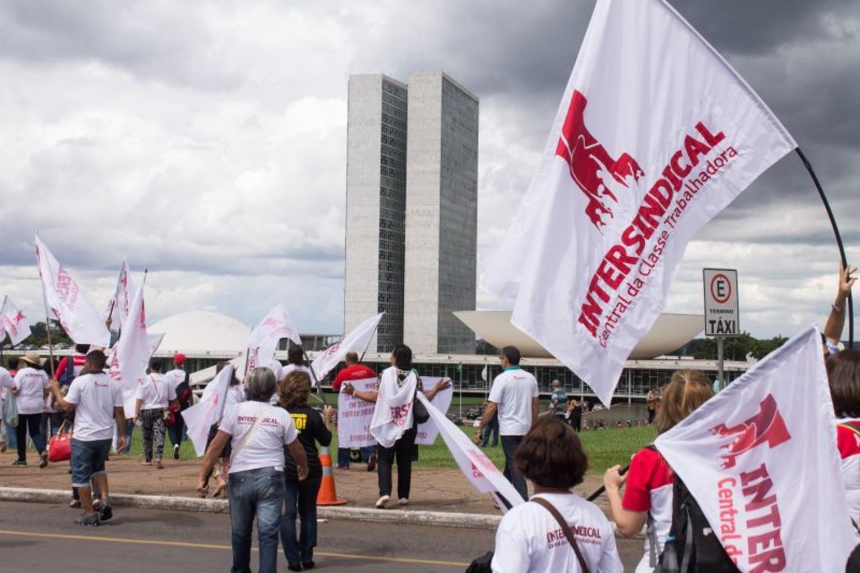 100 mil trabalhadores e trabalhadoras marcharão em Brasília!
