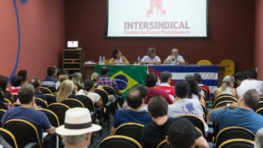 Secretário da Federação Sindical Mundial faz palestra e debate