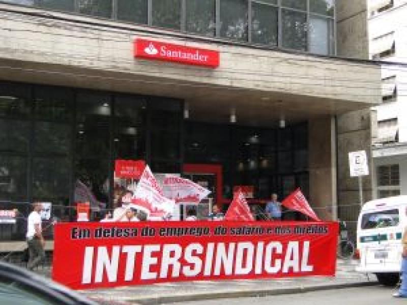 Greve dos bancários da Intersindical é forte em Santos