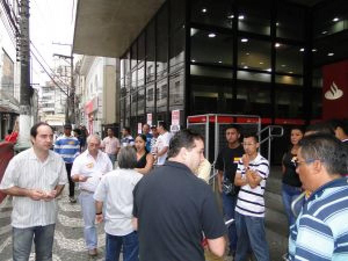 Em Santos a greve atinge 90% das agências e 70% na Baixada