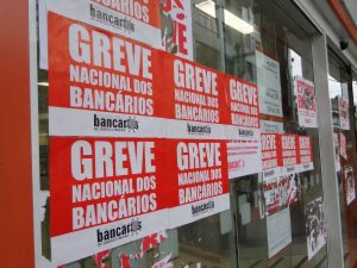 DENÚNCIA: Itaú prejudica clientes fechando autoatendimento em Guarujá