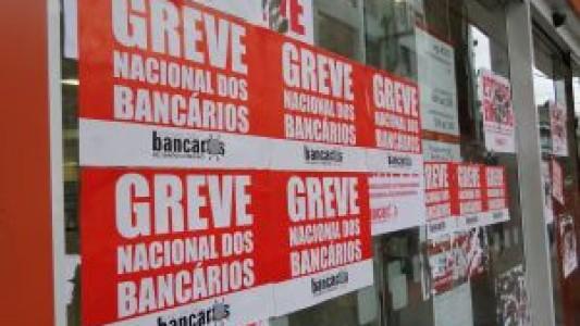 DENÚNCIA  Itaú prejudica clientes fechando autoatendimento em Guarujá e34dbcd800a50