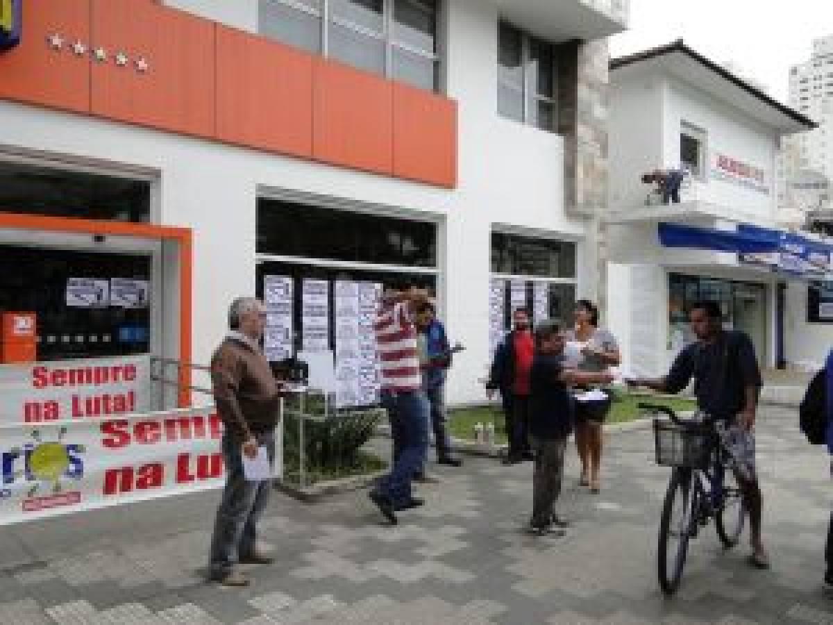 Bancários paralisam agências do Itaú contra demissão e truculência de gerentes