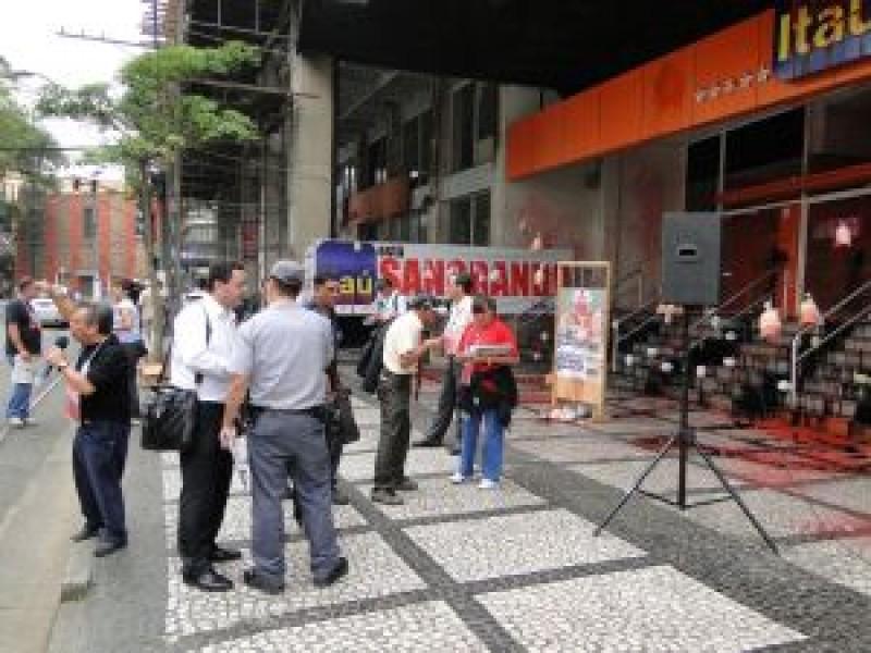 Paralisação com muito protesto no Itaú em Santos