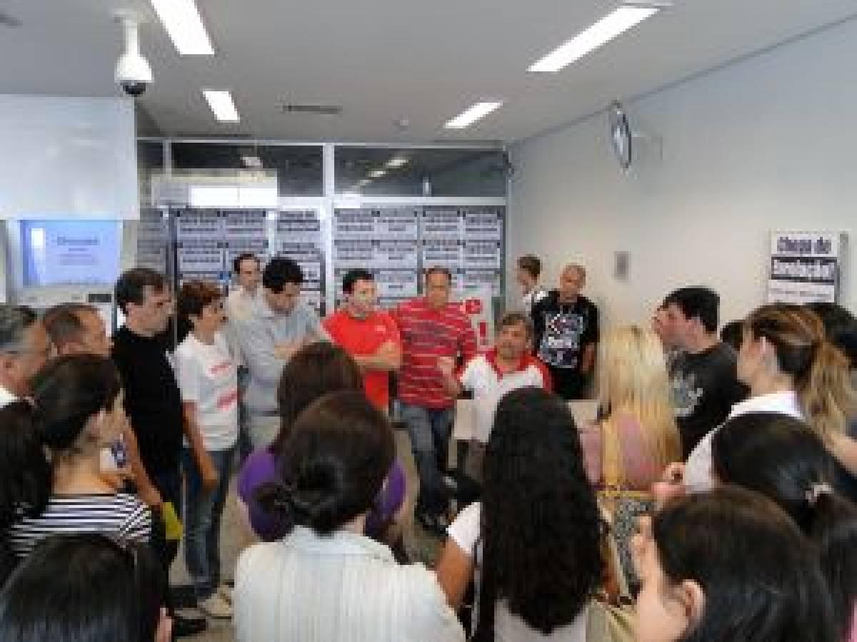 Bancários paralisam agências do Banco do Brasil