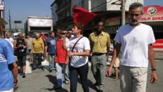 Bancários de Santos participam de ato dos Aposentados