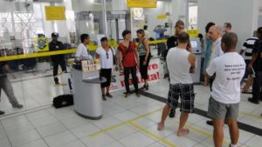 Agência do BB no Centro de Santos é paralisada com pane na porta giratória