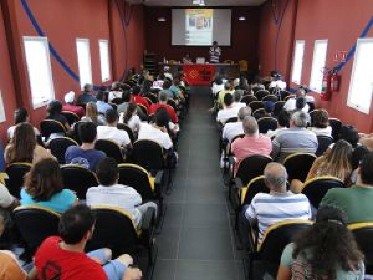 Seminário municipal de debates políticos reúne 150 pessoas