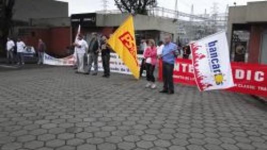 Bancários de Santos e Região participam de protesto contra mortes de metalúrgicos na Usiminas