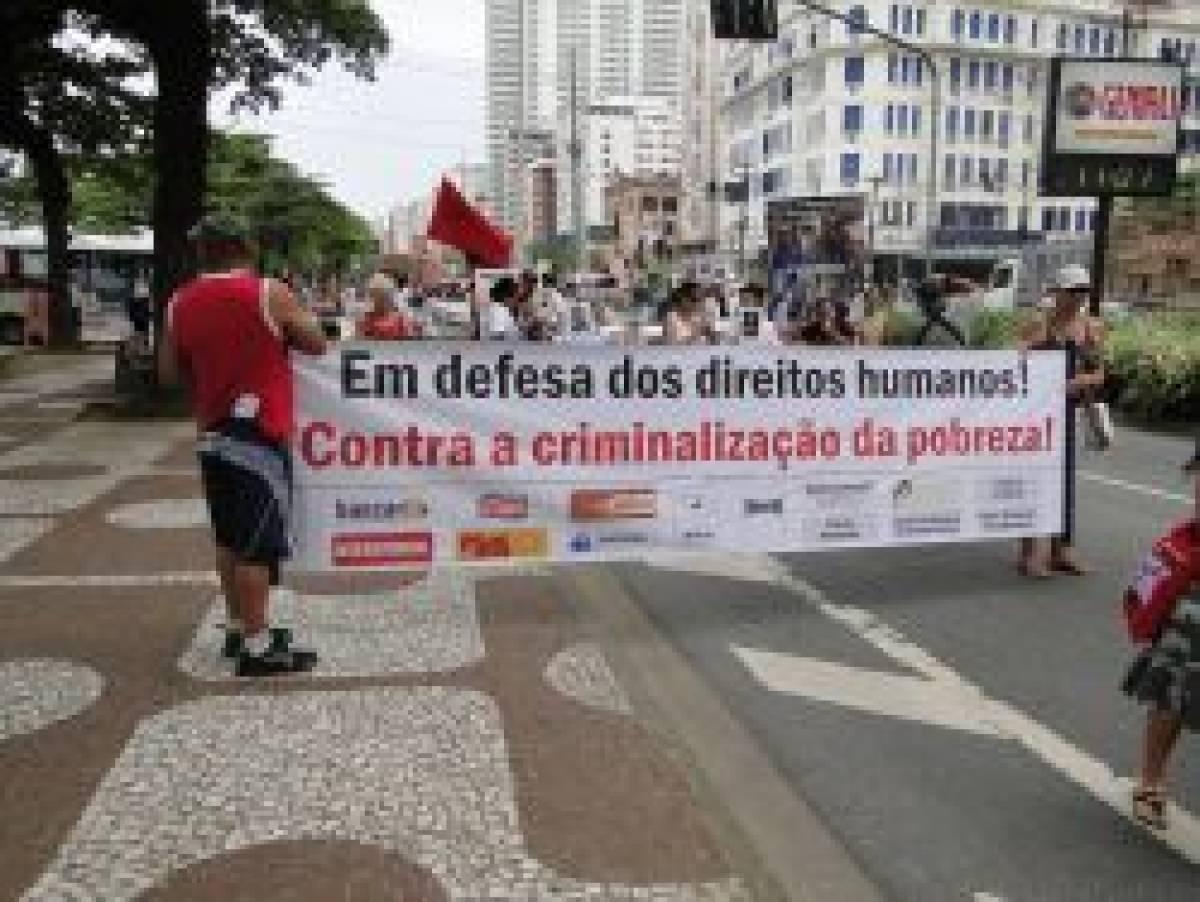"""""""Caminhada em Defesa dos Direitos Humanos reúne cerca de 100 pessoas"""""""